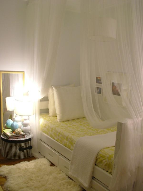 ciel-de-lit-décoration-chambe-à-coucher-lampe