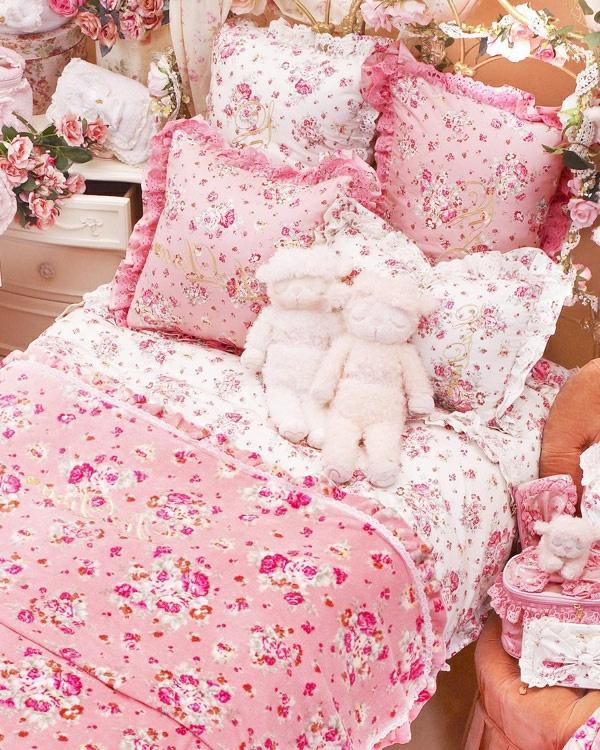 deco-petit-chabre-a-coucher-enfant-rose