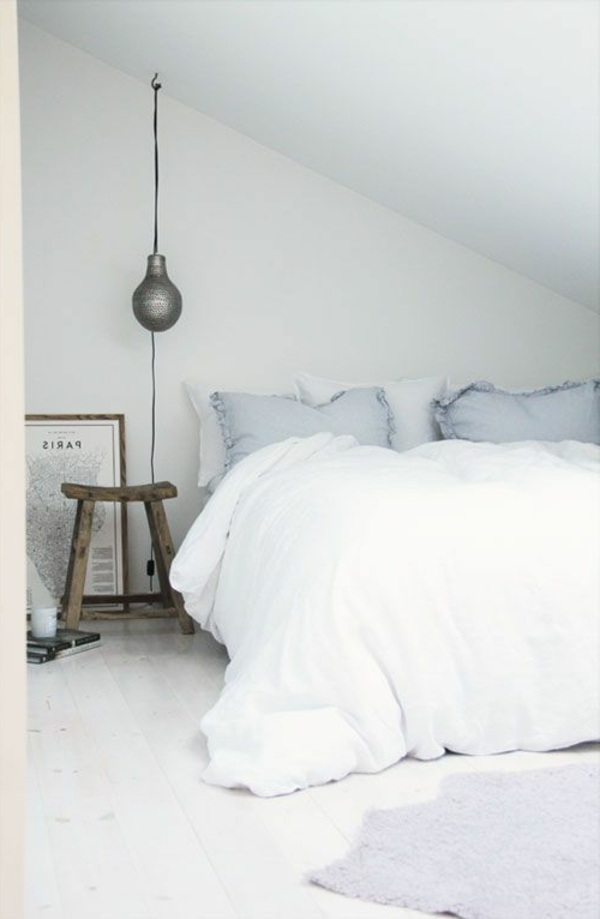 lit-blanc-lampe-armoire