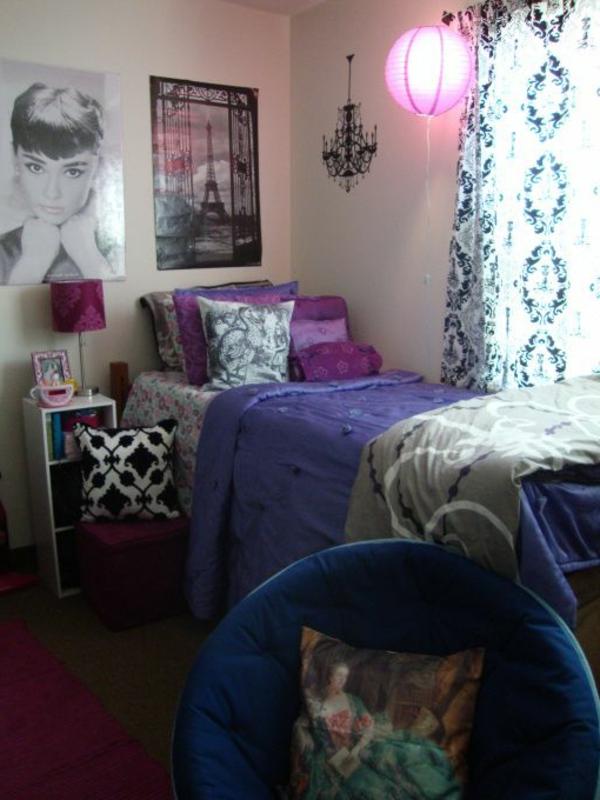 lit-chambre-a-coucher-lampe-violet