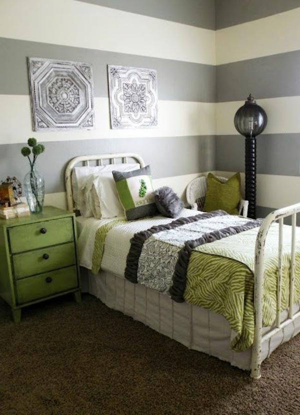 lit-vert-petite-chambre-a-coucher-lampe-peinture