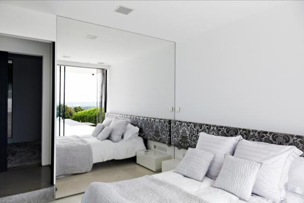 miroire-chambre-a-coucher-blanc-déco-propre
