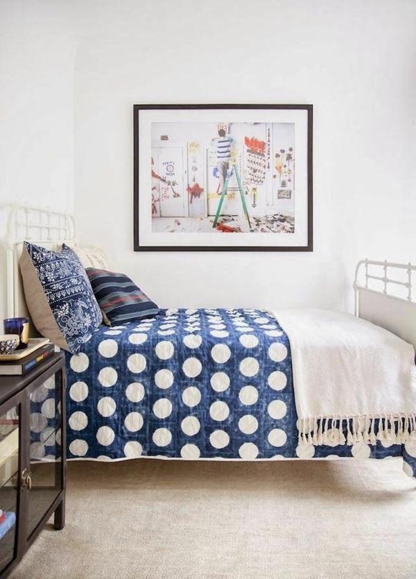 petit-chambre-a-coucher-blue-armoire