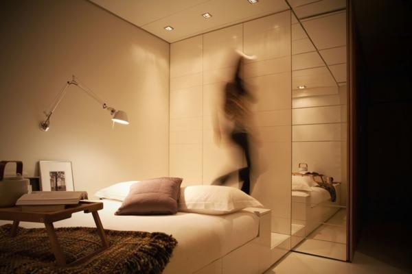 petite-chambre-éclairage-lit-à-coucher