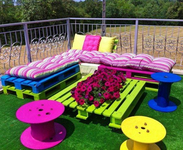 Le salon de jardin et le plaisir du choix - Terrasse avec palettes bois ...