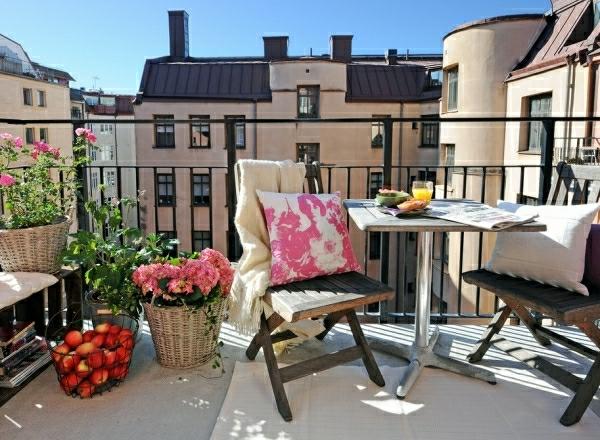 amenagement-balcon-chaises-pratique-confortable
