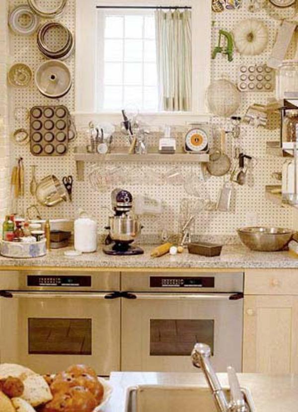 amenager-une- petite-cuisine-outiles-ivoire-vintage-deco