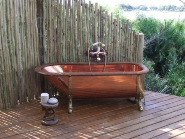 baignoire-unique-exotique-extérieure-douche-style