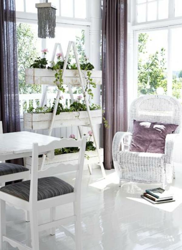 blanc-violet-véranda-claire-coussins-rideaux
