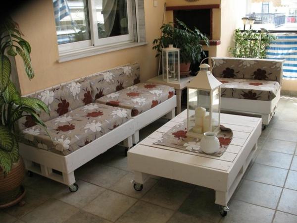 Charmant Canapee En Palette Blanc Florale Deco