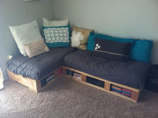 le canap en palette nos nouvelles id es de r cup. Black Bedroom Furniture Sets. Home Design Ideas
