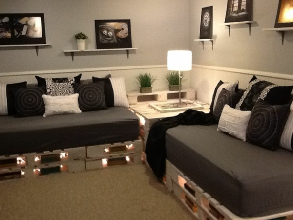 le canap en palette nos nouvelles id es de r cup. Black Bedroom Furniture Sets. Home Design Ideas