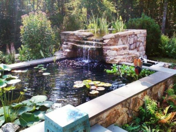 cascade-originale-de-pierre-un-étang-jardinage