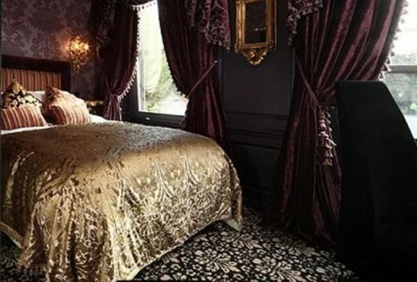chambre-à-coucher-adulte-style-gotique-or-violet
