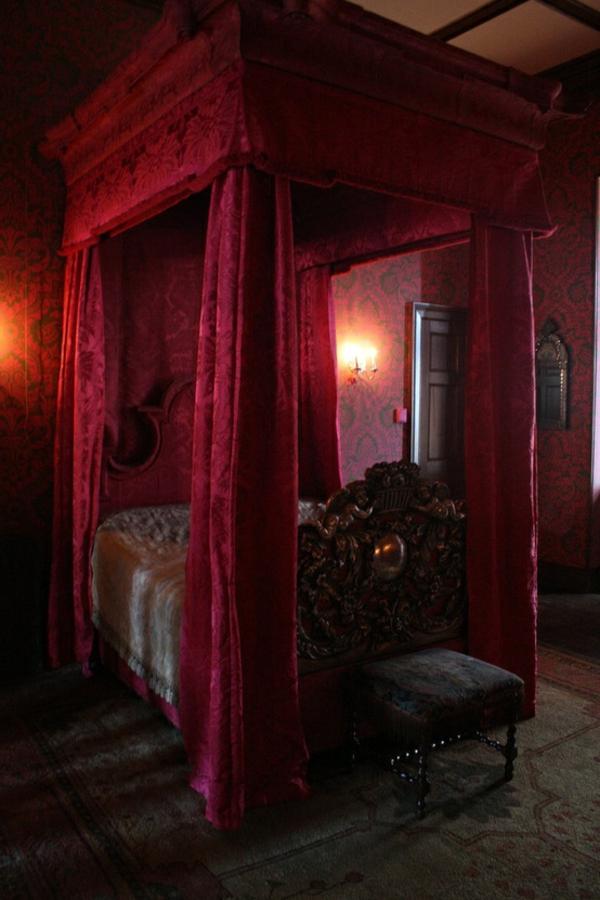 chambre-à-coucher-adulte-style-gotique-rouge