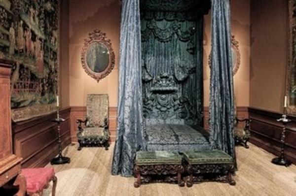 chambre-à-coucher-adulte-style-gotique-victoirant-jolie