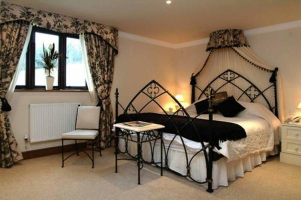 chambre-à-coucher-adulte-style-gotiquesimple-claire