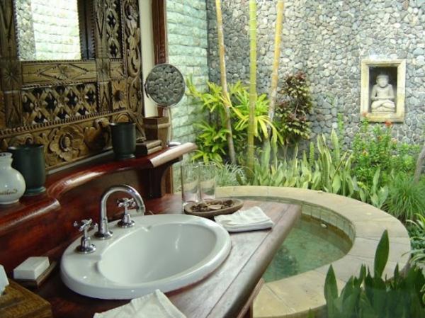 chic-et-original-modèle-de-salle-de-bain-extérieure