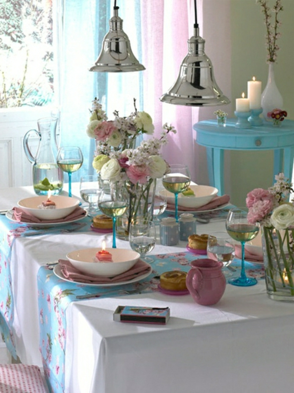 compositions-florales-table-rose-bleue