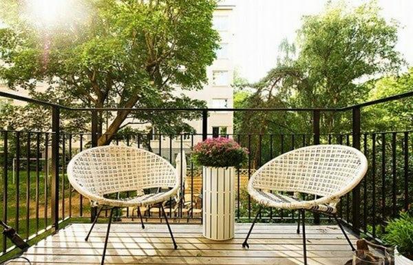 cosy-chaise-blanc-design-terrasse-idee-vase