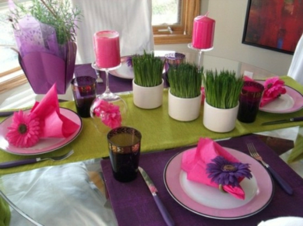 décorer-une-compositions-florales-table-rose-violet