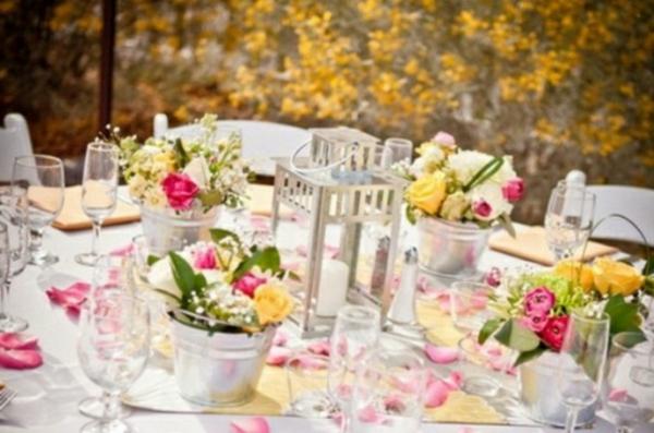 décorer-une-table-deco-roses