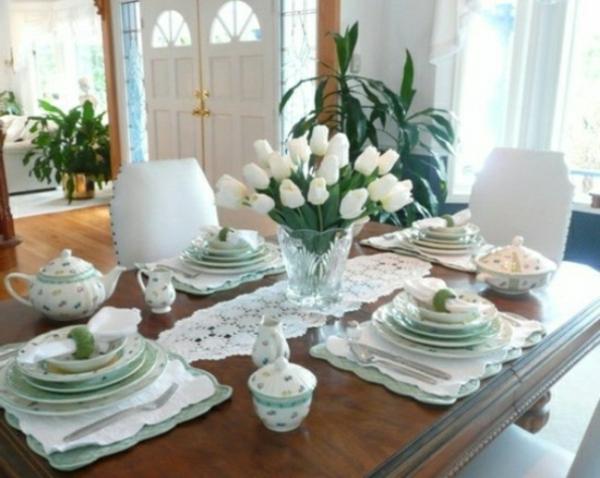 décorer-une-table-tulipes-blanc-