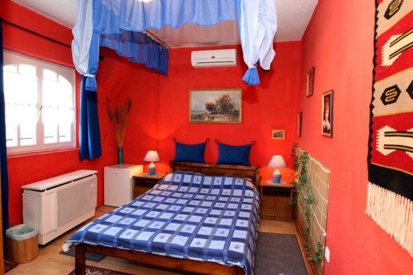 chambre garcon bleu et rouge maison design. Black Bedroom Furniture Sets. Home Design Ideas