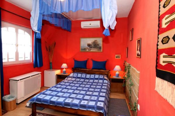 Le lit baldaquin enfant comment faire la d co pour la for Chambre garcon bleu et rouge