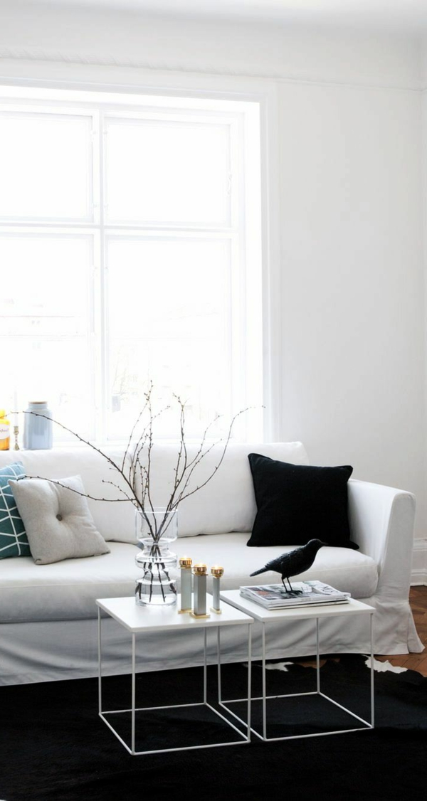 deco-nordique-blanc-canapé-coussin-noir-table-petite