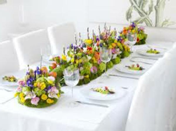 decorer-une-table-blanc-avec-fleurs-frais