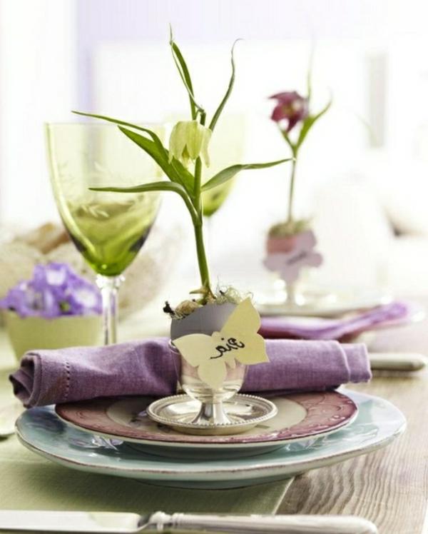 decorer-une-table-elegante-violet-fleur