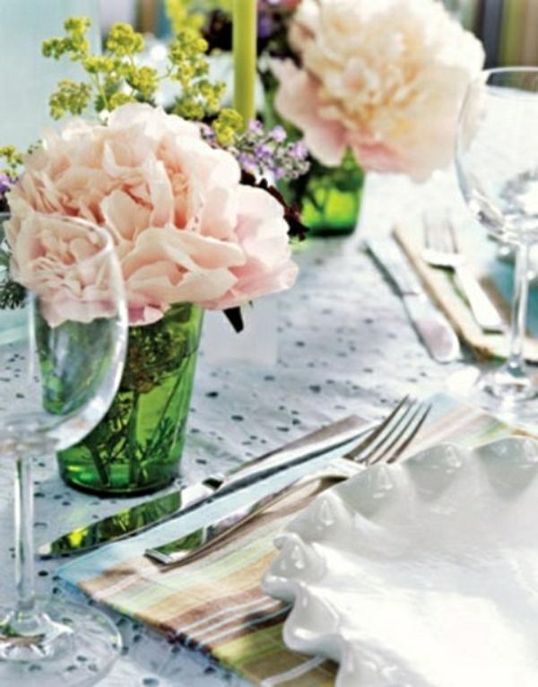 decorer-une-table-fleurs-roses
