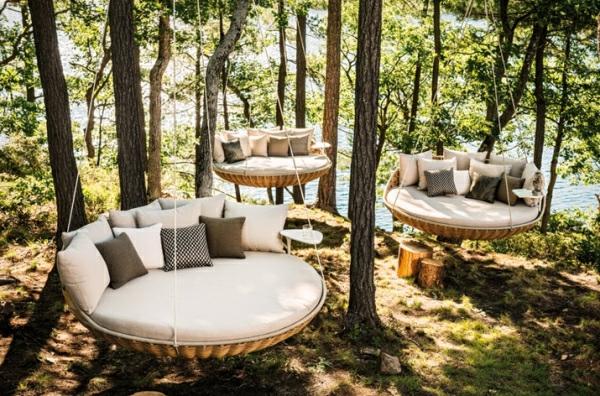 design moderne de la balan oire en bois et en fer. Black Bedroom Furniture Sets. Home Design Ideas