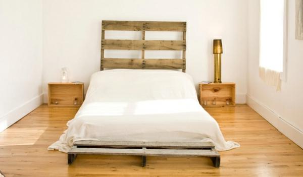 R cup palettes 34 chambres coucher la t te de lit palette - Faire une tete de lit en palette ...
