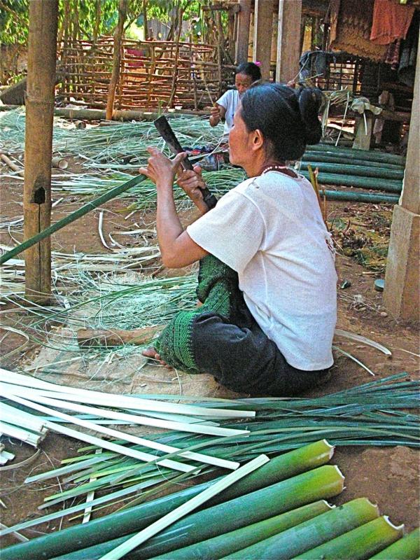 faire-palissade-bambou-en-fines-lanières