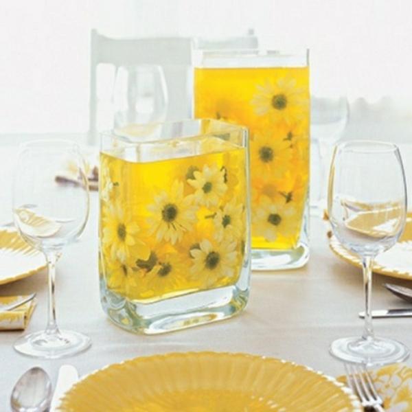 idée-déco-table-fleurs-au-jaune