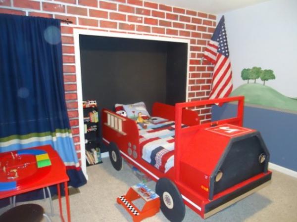 idées-déco- chambre-garçon-pompier-lit-rouge-camion