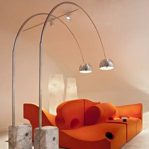 La lampadaire arco LED unique des Castiglioni's