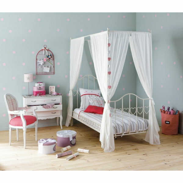 le lit baldaquin enfant comment faire la d co pour la. Black Bedroom Furniture Sets. Home Design Ideas
