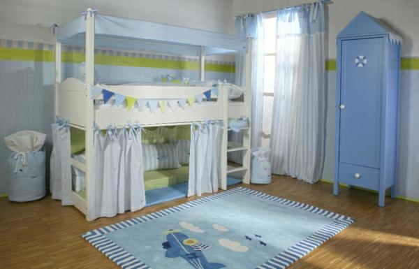 Le lit baldaquin enfant  comment faire la déco pour la chambre