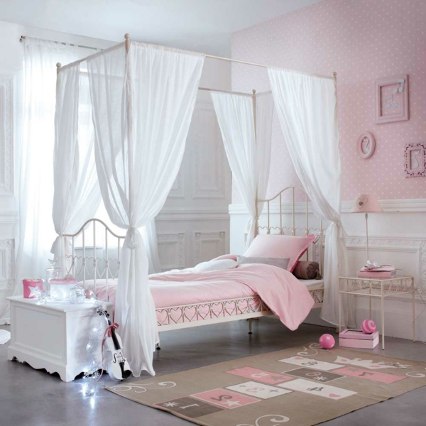 le lit baldaquin enfant comment faire la d co pour la chambre. Black Bedroom Furniture Sets. Home Design Ideas