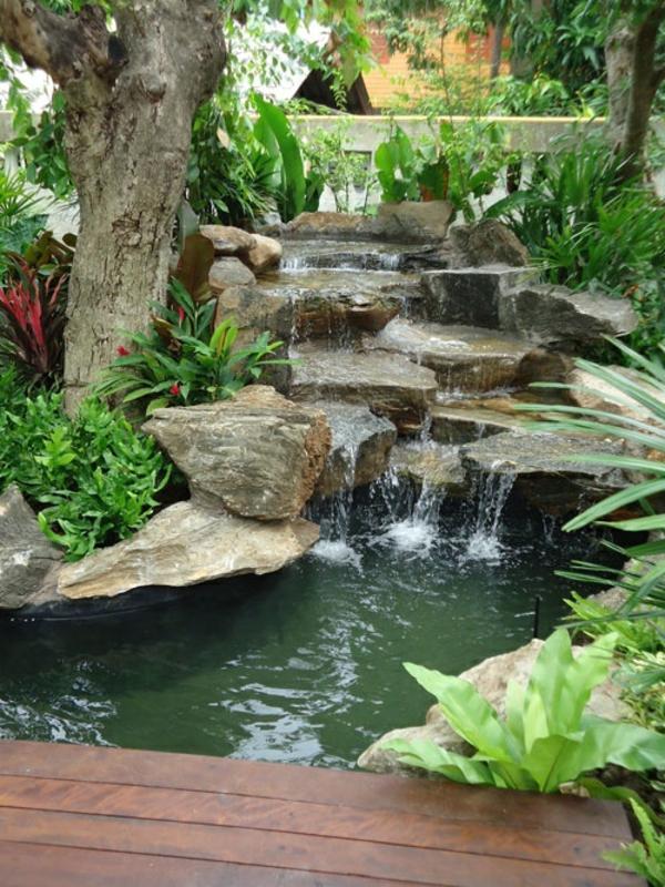 Cascade et fontaine de jardin 69 d co pour les moments de relaxe for Fontaine de jardin en pierre ancienne