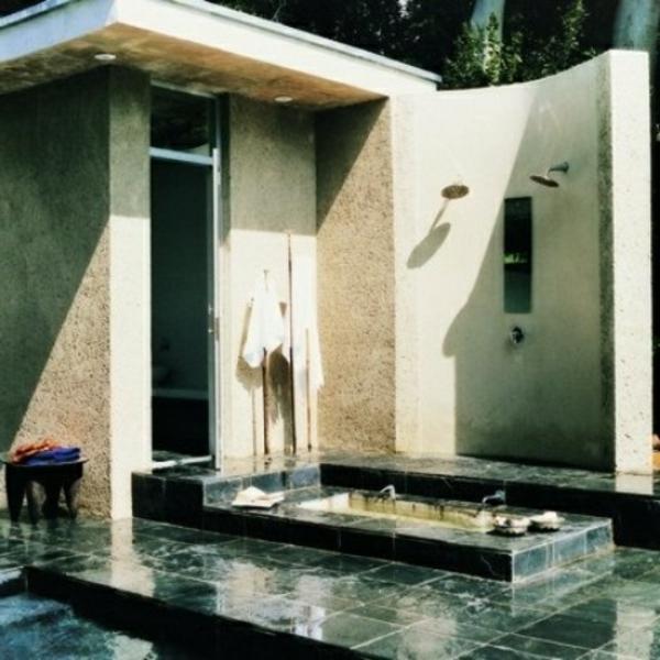 modèle-de-salle-de-bain-extérieure-simle-baignoire