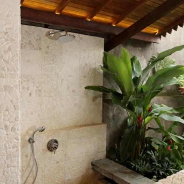 modèle-de-salle-de-bain-extérieure