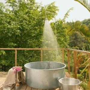 Le modèle de salle de bain extérieur- pureté pour l'esprit et le corp