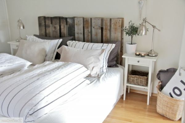 lit en palette de bois avec lumiere. Black Bedroom Furniture Sets. Home Design Ideas