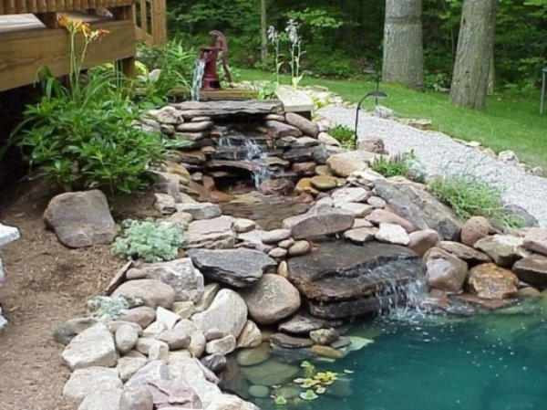 relaxante-cascade-de-jardin-pour-la-maison