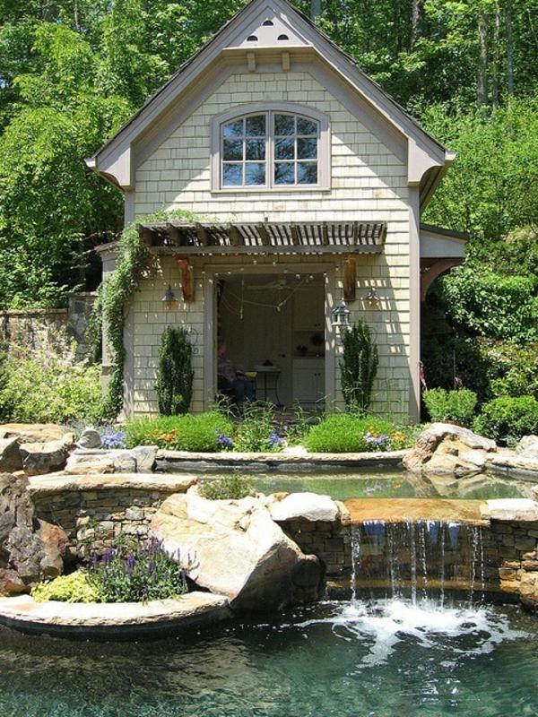 relaxante-cascade-maison-avec-étang