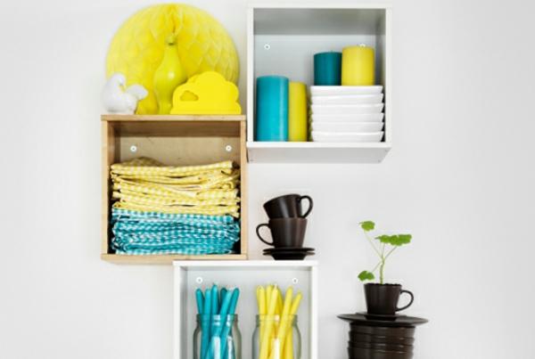 relooker-sa-cuisine-mur-étagère-jaune-et-bleu